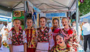 На центральной площади г. Ялты начала свою работу казачья ярмарка «Возрождение»
